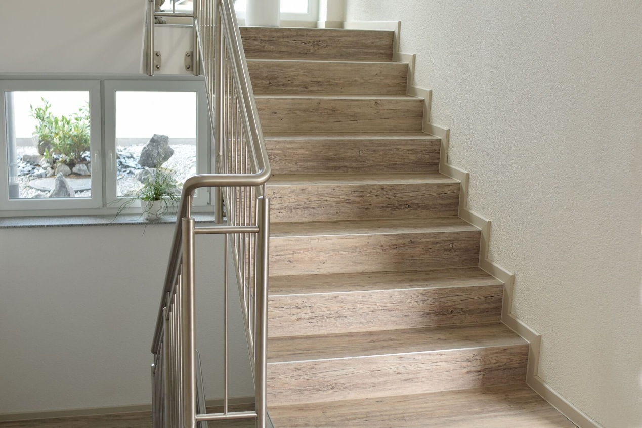 How To Install Spc Flooring On Stairs, How To Install Vinyl Flooring On Steps